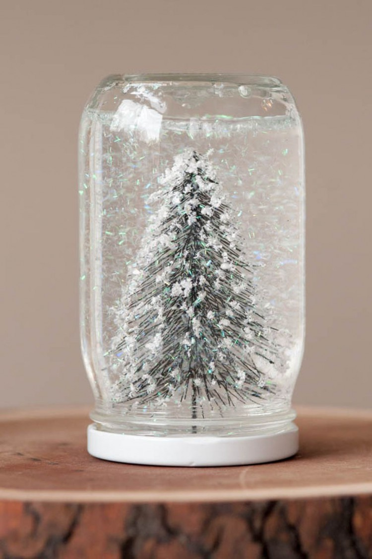 Creative-DIY-Snow-Globe-Mason-Jars-Ideas-80